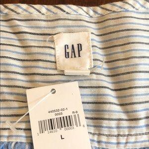 Gap NWT. Lightweight button down